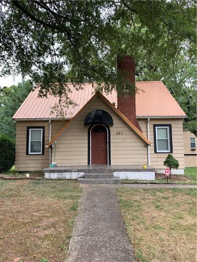 Catawba County Single Family Home For Sale: 527 SW 11th St