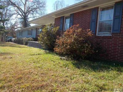 Caldwell County Single Family Home For Sale: 913 Meadowlane Dr