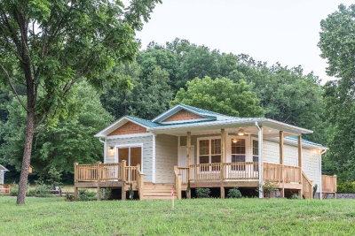 Jackson County Single Family Home For Sale: 990 Hornet Drive