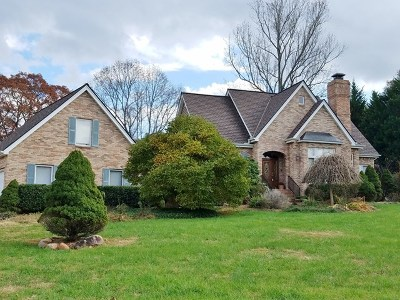 Franklin Single Family Home For Sale: 240 River Run Drive