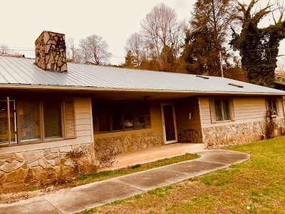 Jackson County Single Family Home For Sale: 210 Whittier School Road
