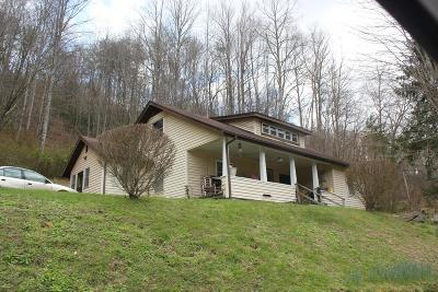 Jackson County Single Family Home For Sale: 711 Barker Creek