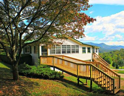 Single Family Home For Sale: 27 Greenleaf Lane
