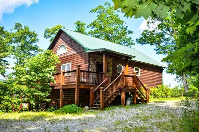 Jackson County Single Family Home For Sale: 1050 Treyburn Oaks Dr