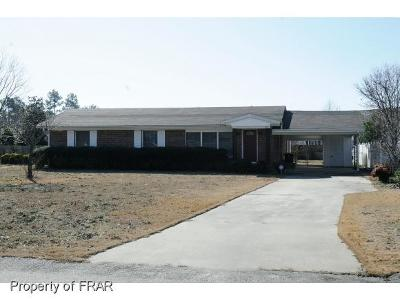 Fayetteville Single Family Home For Sale: 420 Jamestown
