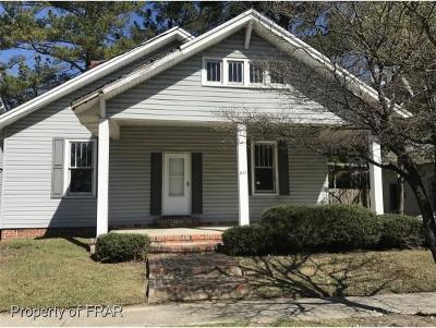 Single Family Home For Sale: 611 7th St