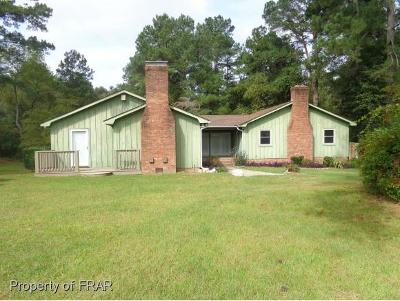 Hoke County Single Family Home For Sale: 208 Swift Creek Road