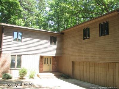 Single Family Home For Sale: 2010 Country Club Ct