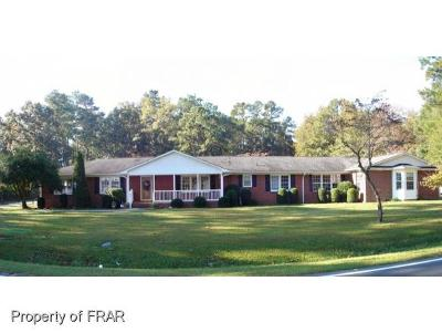 Hoke County Single Family Home For Sale: 2184 Lindsay Rd