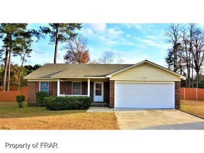 Fayetteville Single Family Home For Sale: 302 Sparrow Dr