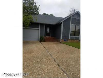 Fayetteville Single Family Home For Sale: 1500 Londonberry Pl