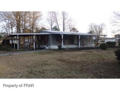 Robeson County Single Family Home For Sale: 465 Circle Drive