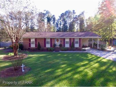 Robeson County Single Family Home For Sale: 722 Bee Gee Rd