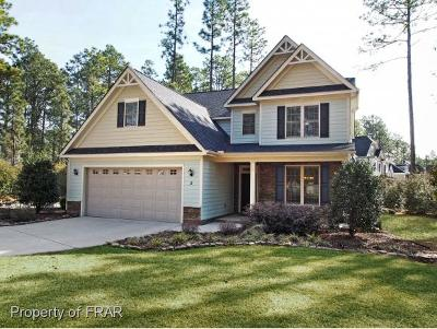 Southern Pines Single Family Home For Sale: 2 Bay Hill Court