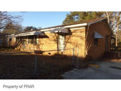 Robeson County Single Family Home For Sale: 205 Church St