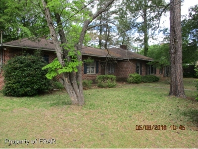 Robeson County Single Family Home For Sale: 2601 N McMillan Ave