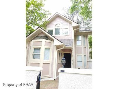 Fayetteville Single Family Home For Sale: 729 Victorian Place