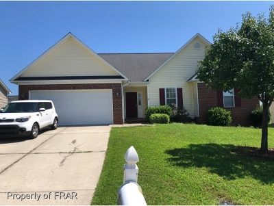 Hope Mills NC Single Family Home For Sale: $140,000