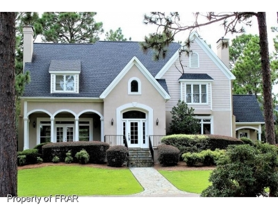 Southern Pines Single Family Home For Sale: 235 Woodland Drive