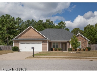 Hope Mills NC Single Family Home For Sale: $158,000