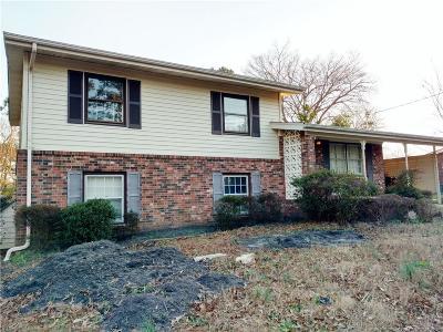 Fayetteville Single Family Home For Sale: 897 Stoneykirk Dr