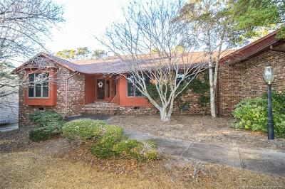 Fayetteville Single Family Home For Sale: 6866 S Staff