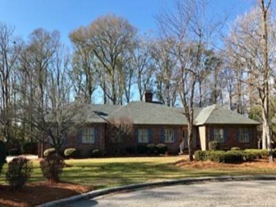 Robeson County Single Family Home For Sale: 209 Walnut Cove Drive