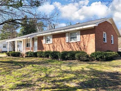 Robeson County Single Family Home For Sale: 2904 Anne Street