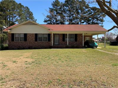 Raeford NC Single Family Home For Sale: $102,000