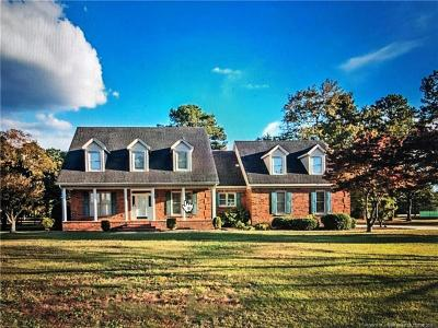Fayetteville Single Family Home For Sale: 936 Four Wood Drive