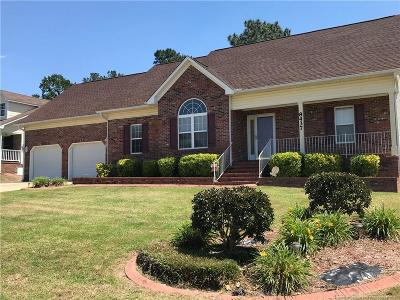 Fayetteville Single Family Home For Sale: 8437 Deertrot Drive