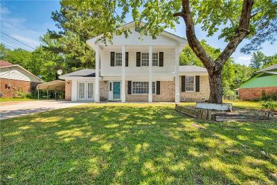 Fayetteville Single Family Home For Sale: 837 Stoneykirk Drive