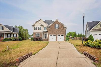 Fayetteville Single Family Home For Sale: 1704 Bexley Court