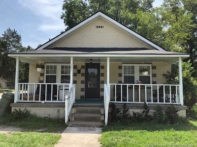 Fayetteville Single Family Home For Sale: 861 W Orange Street