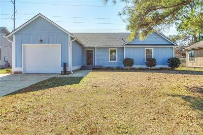 Fayetteville Single Family Home For Sale: 6921 Candlewood Drive
