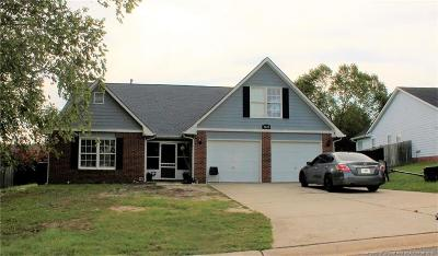 Fayetteville Single Family Home For Sale: 2820 Bolla Drive