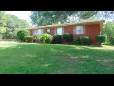 Fayetteville Single Family Home For Sale: 703 Dwain Drive