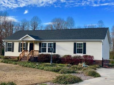 Mt Olive Single Family Home For Sale: 213 W Tarheel Drive
