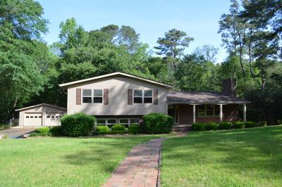 Goldsboro Single Family Home For Sale: 613 Brookwood Lane