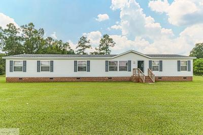 Goldsboro Manufactured Home For Sale: 100 St. Charles Drive