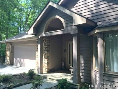 Avery County Single Family Home For Sale: 138 Walnut Way