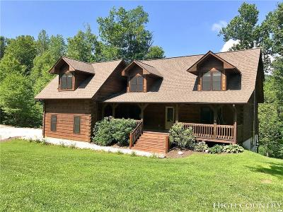 Avery County Single Family Home For Sale: 374 Parkway Trails Circle