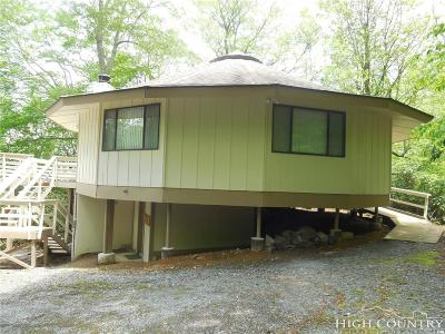 Avery County Single Family Home For Sale: 165 Fox Run