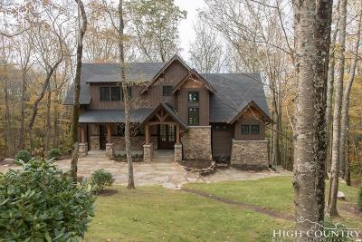Avery County Single Family Home For Sale: 389 Lodgewoods Trail