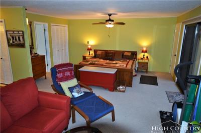 Beech Mountain Condo/Townhouse For Sale: 105 Upper Holiday Lane #F222