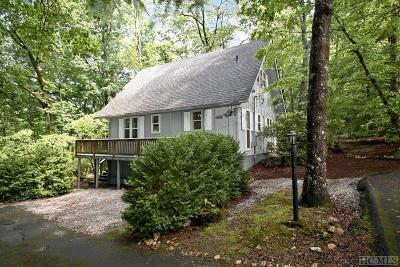 Highlands NC Single Family Home For Sale: $220,000