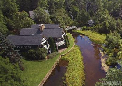 Highlands Single Family Home For Sale: 389 Deer Run