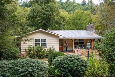 Single Family Home For Sale: 165 Oak Lane