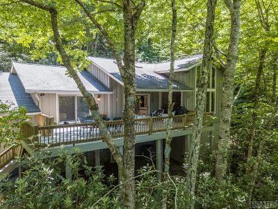 Wildcat Cliffs Cc, Trillium High, Trillium Links, Trillium Place, Highlands Falls Cc, Wade Hampton, Cullasaja Club, Mountaintop Golf Single Family Home For Sale: 1365 Falls Drive East