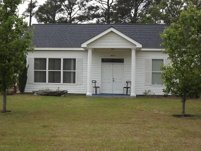 Oak Island Single Family Home For Sale: 407 Barbee Boulevard